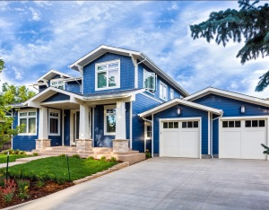 10dee__fall-landscaping-tips-blue-house-driveway
